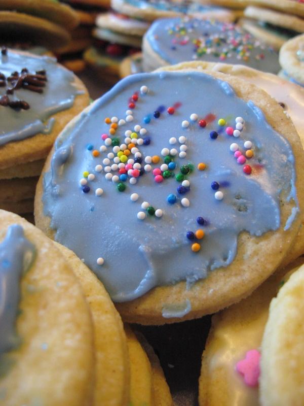 A whole bunch o' sugar cookies
