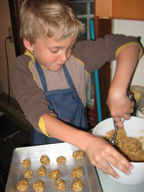 Kiddo Creating - Peanut Butter Power Balls