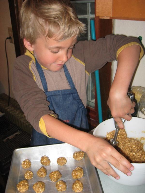 Kiddo Creating - Peanut Butter Power Balls