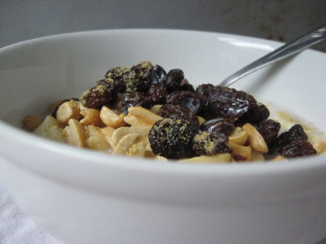 Banana, Raisins, Peanuts, Flax Seed