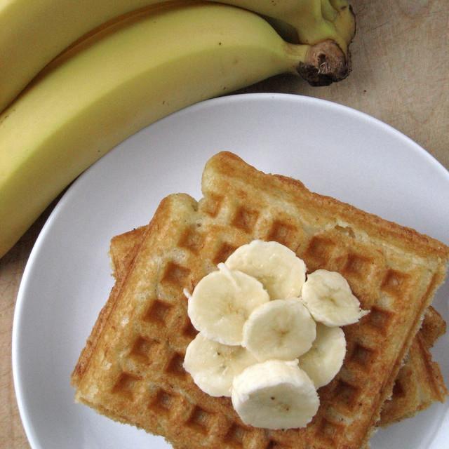... Creations: Banana Corn Waffles (vegan, gluten-free) | The Mommy Bowl