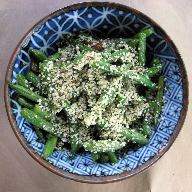 Quick Green Beans with Hemp Seeds